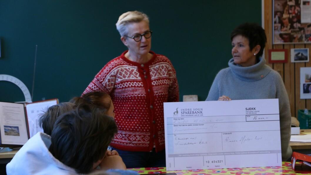 ENGASJERTE: Elevrådsansvarleg Inger-Kari Selås og Leiar i Kaare Mjeldes legat, Inger Bakken.