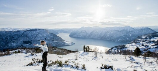 Promoterer Luster på ei side som oppmodar om norgesferie