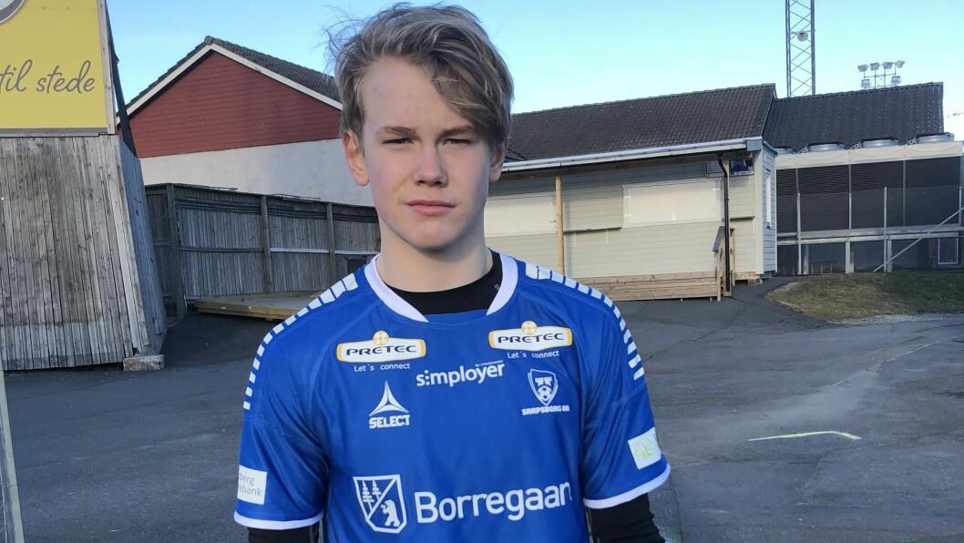 FEKK PRØVA DRAKTA: Sarpsborg 08 ønskjer å henta den 15 år gamle keeperen Leander Øy. No er årdølen i tankeboksen.