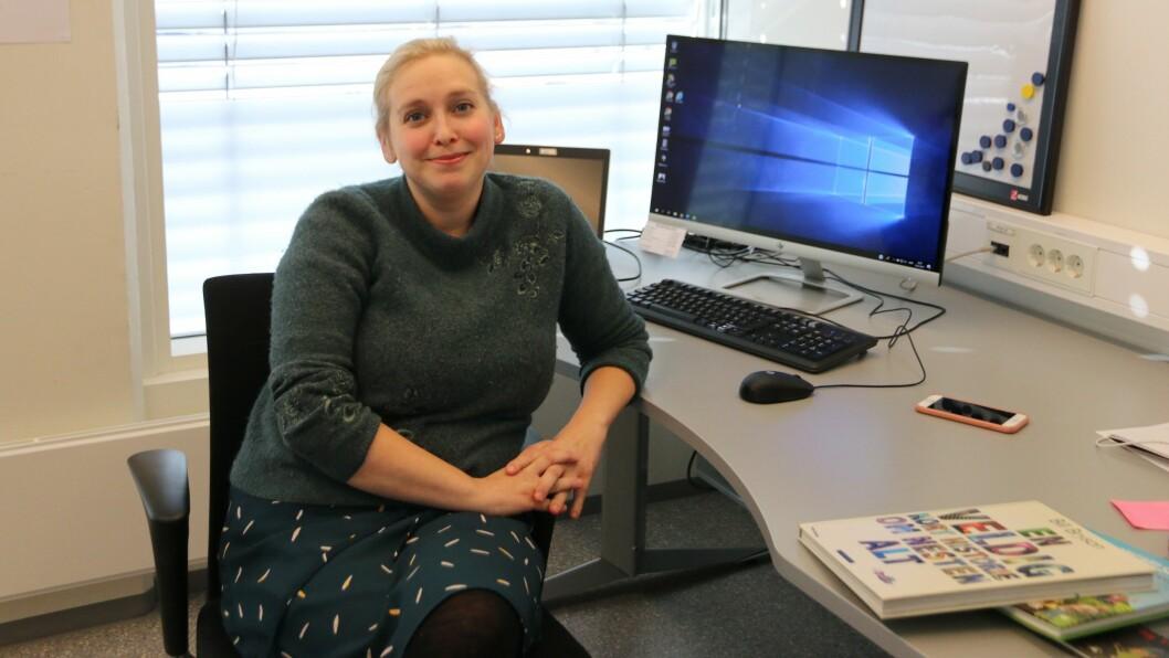 NY JOBB: Hanna Jor er ny bibliotekar i Årdal. Trønderdama flytte til Årdal for to og eit halvt år sidan for å få meir kvalitetstid med ungane.