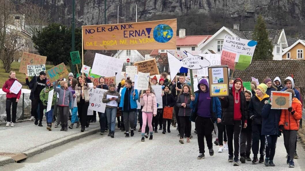 – NO ER DA NOK: Beskjeden frå elevane i Aurland var ikkje til å ta feil av, dei ønskjer politikarar som tek grep no.