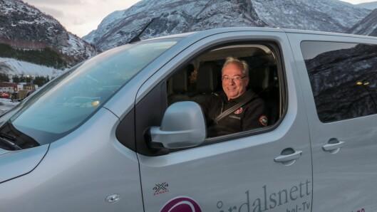 Dagleg leiar i Årdalsnett, Odd Øren. Og legg merke til bilen: Det er sjølvsagt ein Peugeot kjøpt hos Indre Sogn Bil.