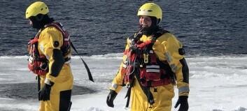 Brannvesenet øvde på elveredning: – Må øva på korleis det å gå gjennom isen