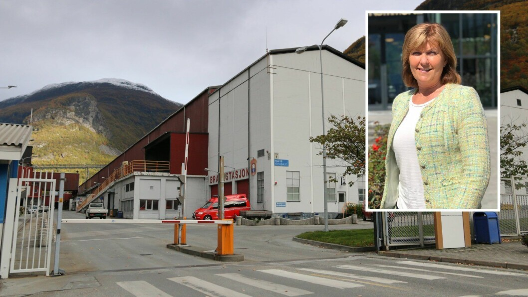 USIKRE TIDER: Koronakrise og rammevilkår i endring skapar uvisse i Årdal. Fabrikksjef Wenche Eldegard ber politikarane koma på bana.