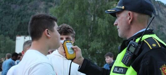 Ungdommen oppfordra festivaldeltakarane til å styra unna alkohol