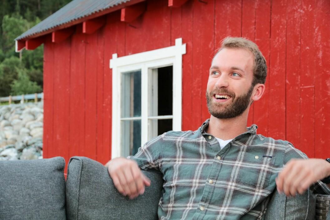 Ådne Lervik Einemo likar seg ved Lærdalsfjorden: – Det vil være heilt nydeleg å komme inn til festivalen med båt, tenker han.