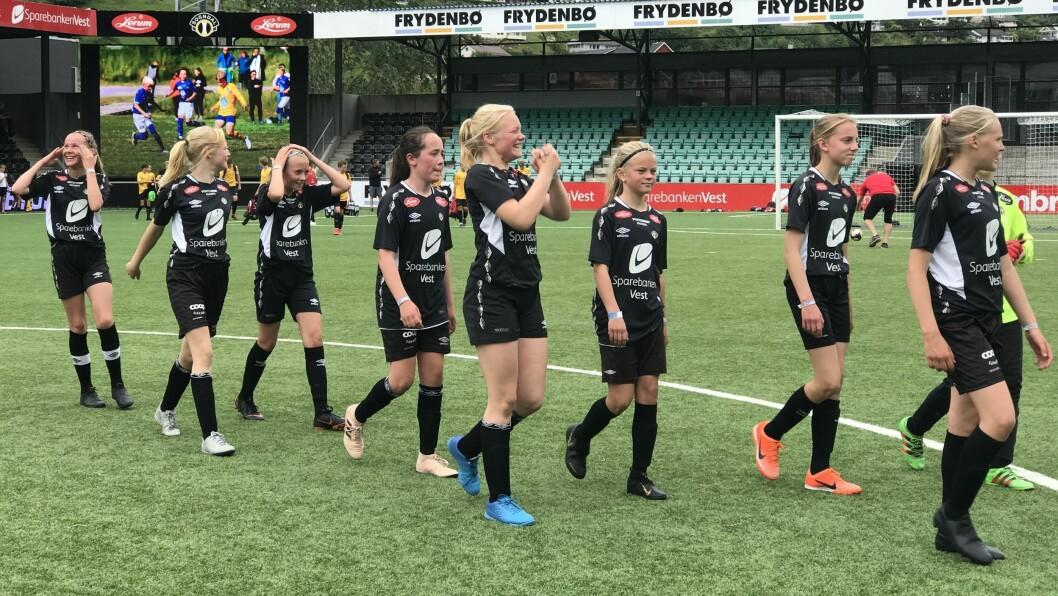 STERK ÅRGANG: J13-laget til Sogndal susa gjennom Lerum Cup. I finalen gav dei seg ikkje før det stod 9-0 på måltavla.