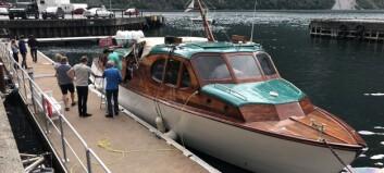 Her er den nyrestaurerte båten attende i bygda etter femti år