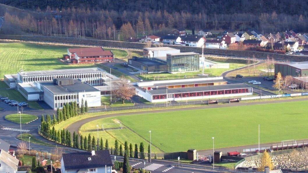 FULLE KLASSAR: Det har vore god søknad til dei ulike linjene ved Høyanger vidaregåande skule i år, ifølgje rektor Torill Thorbjørnsen (Foto: Høyanger vidaregåande skule).