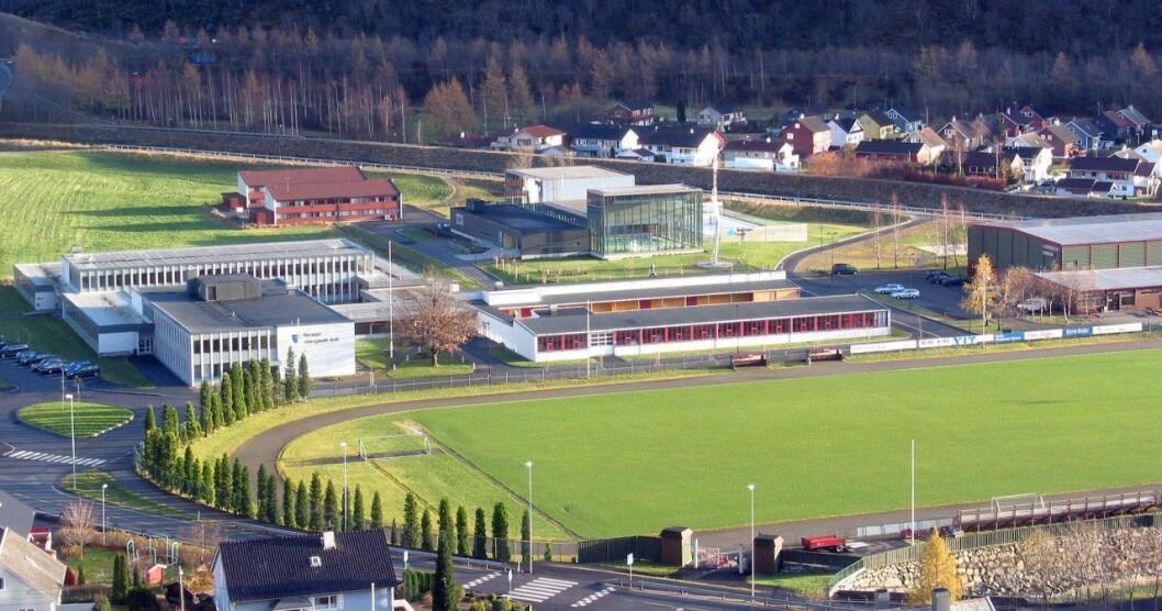 ENGASJEMENT: Det var stor deltaking i skulevalet på Høyanger vidaregåande skule tysdag.