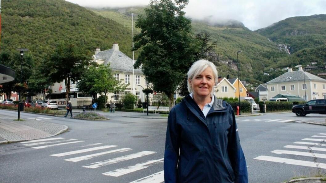VEG: Monica Sunde Tjønnås (H) meiner det må bli tydeleg kvar ein skal ta av frå fylkesvegen for å komme til Synkenhytta i Høyanger.