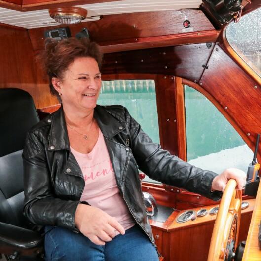 Anne Kathrin L. Hæreid styrer ikkje Tya i bokstavleg forstand – ho har slett ikkje skipsførarbevis. Men elles har ho ei viktig hand med i mykje av det som skjer i bygda, og da spesielt Sjøfronten.