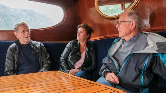 Frå venstre: Erling Eggum, Anne Kathrin L. Hæreid og Jonny Asperheim i salongen på Tya. Organiserte turar med Tya vil kunne bli ei stor oppleving, både for turistar og bygdefolk som brukar Sjøfronten.