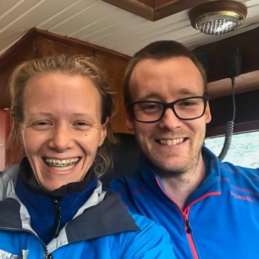 Torunn Laberg driv Bulder og Brak, men er også involvert i Sjøfronten. Her er ho på tur i Tya samman med båtførar Kenneth Vindedal.
