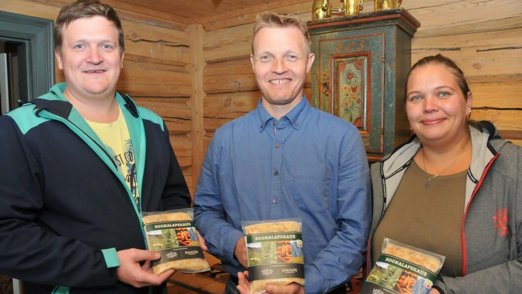 Odd Ohnstad (midten) i Haugen Gardsmat, saman med butikksjef Øyvind Akerø i Extra Digernes og ferskvaresjef Therese Lillevik Hoel i Mega Molde