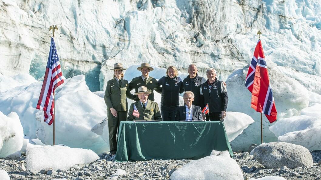 HØGTIDELEG: Avtalen mellom den norske delegasjonen og dei amerikanske vertane vart signert i spektakulære rammer.