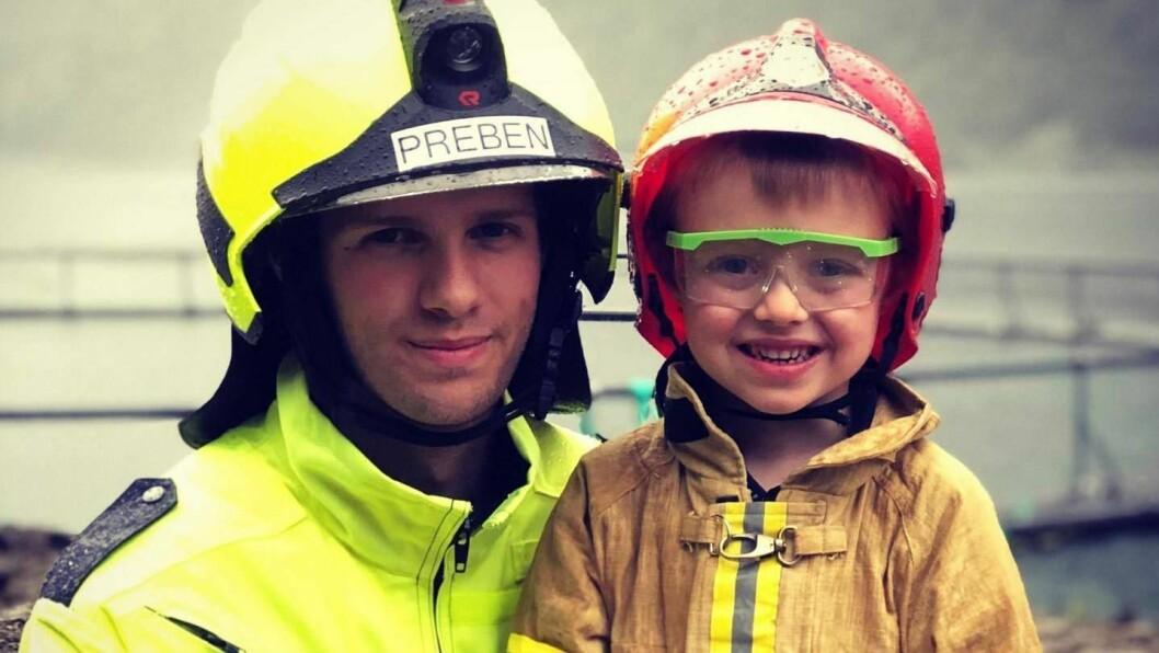 FOR BARNA: Dagen er for alle seier stasjonsleiar ved Bjordal brannstasjon Preben Søreide (t.v), men barna var i høgsete.
