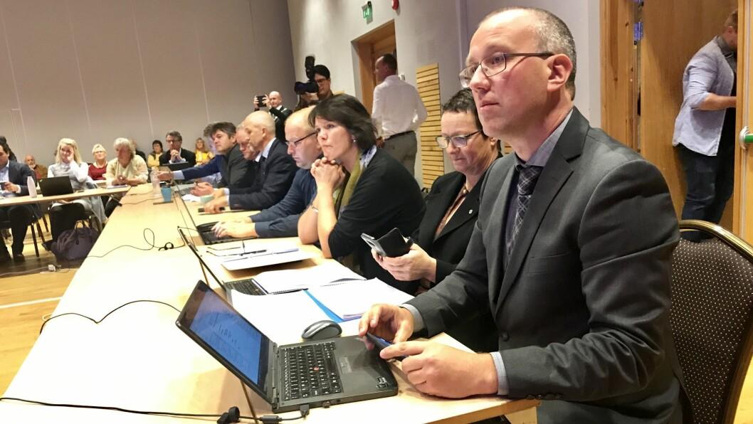NY ORDFØRAR: Arnstein Menes (Sp) blir konstituert som ny ordførar i nye Sogndal kommune.