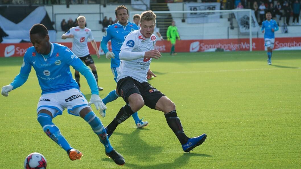 SIGER: Ulrik Fredriksen kom innpå som spiss i andreomgang for å trygga leiinga. Her frå heimekampen i mars.
