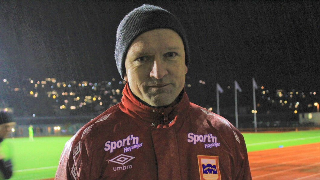 Sjølv om Leif Arne Tveit ikkje har tenkt å vere trenar for A-laget, skal han halde fram i Høyang fotball.