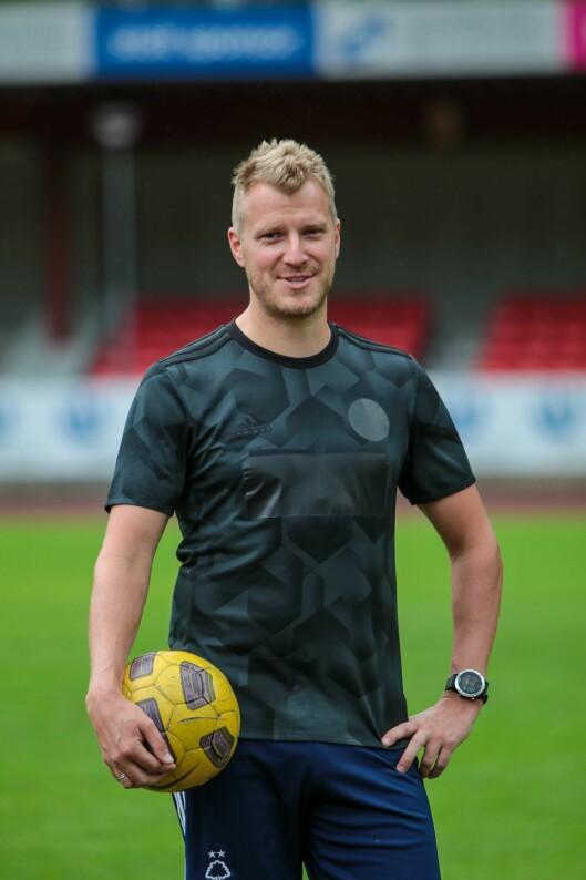 Gir seg på topp: Etter å ha vore med på å sikre opprykk for Årdal FK, blir Kjetil Karlsen no fotballpensjonist. Årdalsnett vil takke han, trenarteamet, og eventuelt andre som også vel å gi seg, for innsatsen!