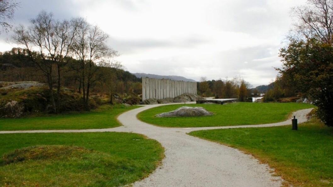 PARK: Slik tusenårsstaden Gulatinget framstår i dag er det ein park. Gulen kommune ønskjer å få eit visningssenter til staden for betre å kunne formidle historia til publikum.