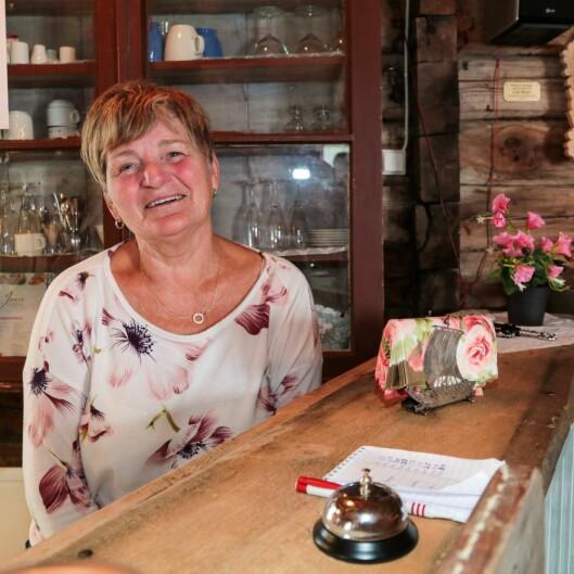 """Bjørg Steinseth er vertinne i Indre Offerdal. """"Enkel servering"""" smakar særs godt her!"""