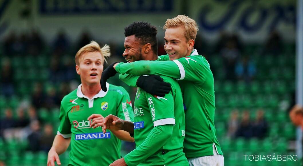 GLADE DAGAR: Edin Øy (til høgre) bidrog i  2019 til at Ljungskile rykka opp til Toppettan. No går han i staden til norsk 1. divisjon.