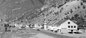 Slik såg Torget i Øvre Årdal ut for 65 år sidan