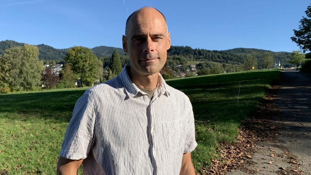 UVANLEG METODE: Stefan Gössling har studert flyvanane til ti kjendisar. Funna er nok til å gje hakeslepp.