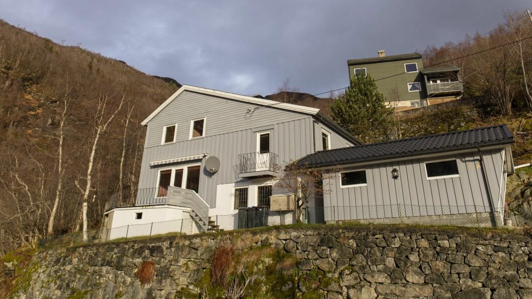 SELD: Denne bustaden i Hålandsvegen 28 i Høyanger vart seld i oktober.