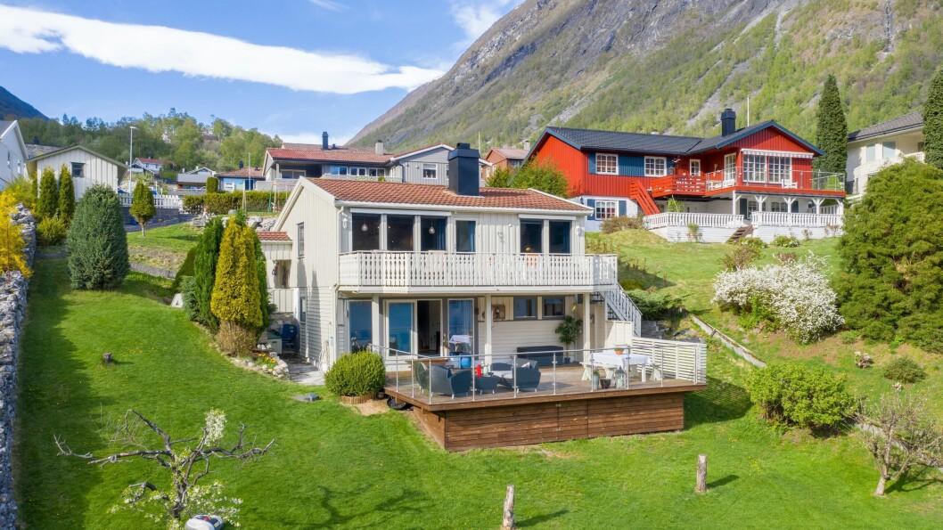 SELD: Kongshaugvegen 23 i Årdal vart seld for 2,2 millionar kroner.