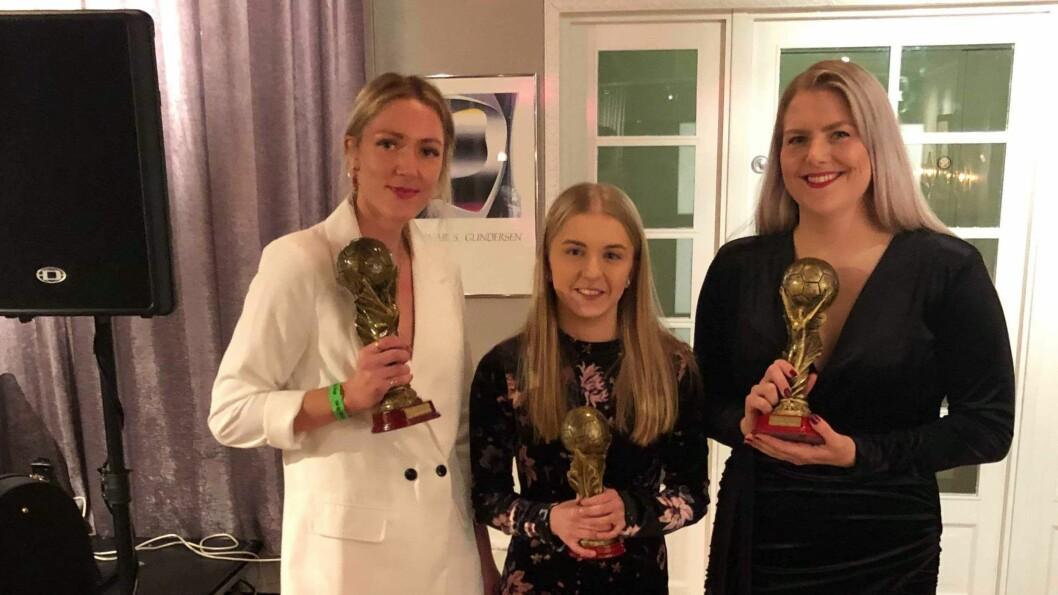 VANN: Damelaget IL Høyang si prisutdeling. Frå venstre årets spelar Linn-Jeanette Selnes, årets unge Sandra Vågen, og årets toppscorar Guro Sagen Knudsen.