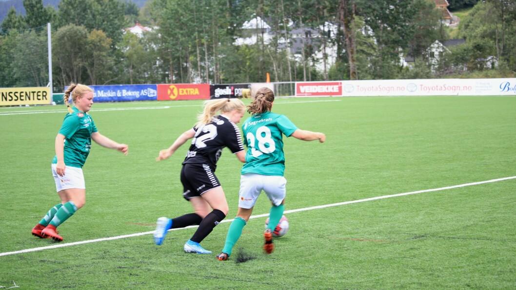 NEDRYKK: Kaupanger-damene skal spela i 2. divisjon til neste år. Vegen tilbake til toppfotballen kan bli lang. Biletet er frå sigeren mot Hønefoss i august.