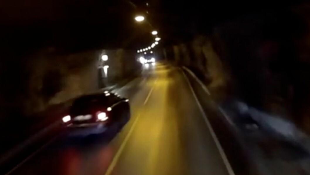HAR FÅTT TIPS: Politiet har fått to tips i saka der dei etterforskar ei farleg forbikøyring i Årdal.