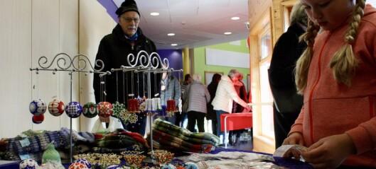 Populær julemesse: – Enkelte står og held på ting til salet startar