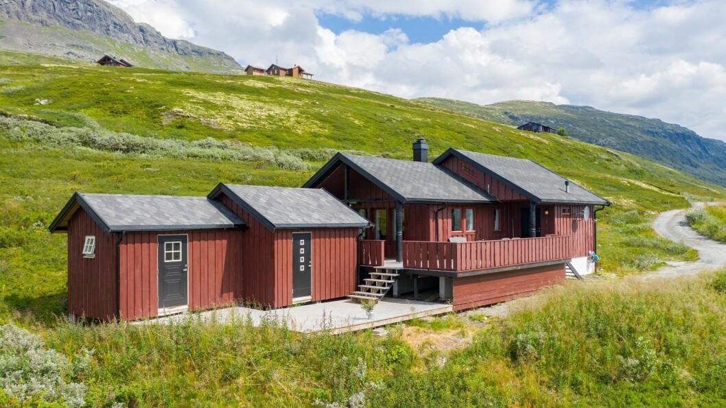 FJELLUTSIKT: Denne hytta på Mannsbergi/ Sletterust vart seld for 1,55 millionar kroner.