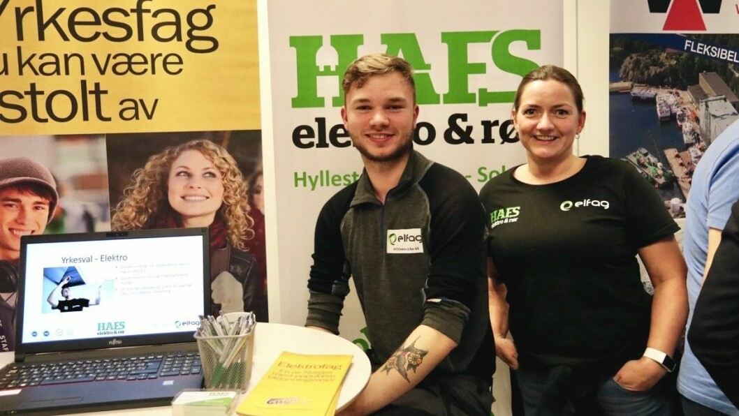 SYNLEGE: HAFS elektro og rør AS stilte med lærling Nikolai Breidvik og Katrine Dåe, som er kvalitets-, helse-, miljø-, sikkerheits- og personalansvarleg. Dei reklamerte både for verksemda og elektrofag.