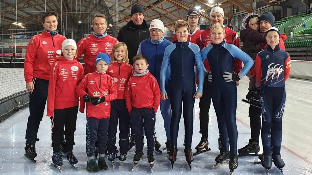 NØGD GJENG: Her er delegasjonen frå Lærdal som besøkte OL-anlegget i helga. No håpar dei på kunstisbane i Lærdal.