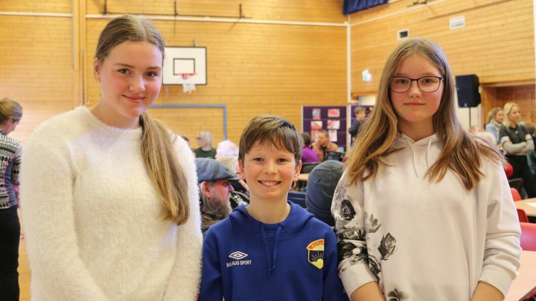 ARRANGØRANE: Victoria, Finn og Ylva har hatt hovudansvaret for å lage alt klart til markeringa.