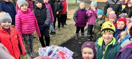 Kommunen kom med tidleg julegåve då ungane feira opning av ny leikeplass