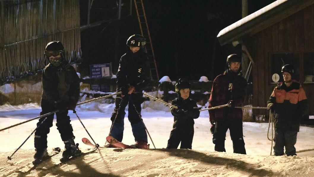 FØRPREMIERE: Tradisjonen tru hadde Sogn Skisenter Heggmyrane førpremiere på skisesongen med skibytte og barneleik i bakkane.