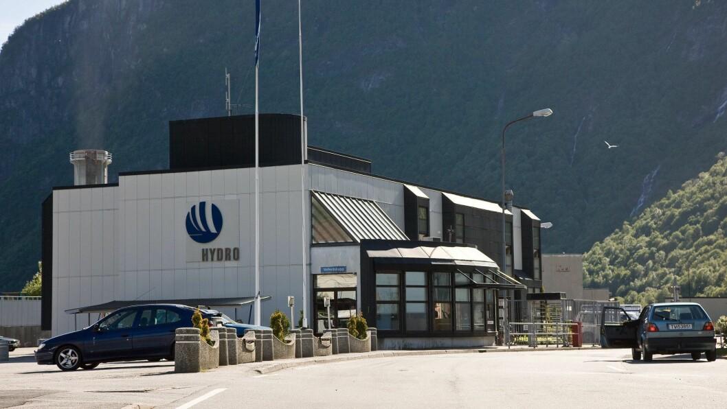 LØYVE: Hydro Høyanger får lov å gjere eit pilotprosjekt på éi veke der verksemda skal sjå om den skal satse vidare på gjenvinninga av metall i produksjonen.