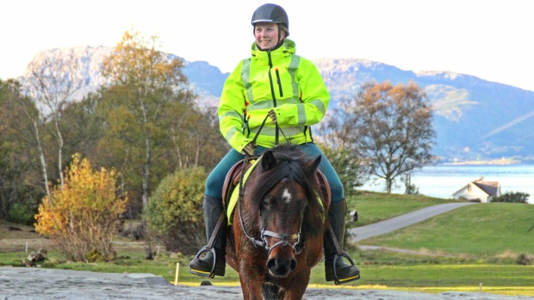 Anna Bygstda Vie og Hedda frå første ridetur på bane i Brosvik etter at den vart laga.