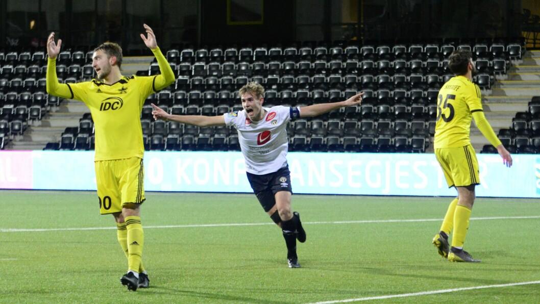 JUBEL: Sivert Mannsverk (18) var blant dei beste på bana då Sogndal slo Aalesund på Fosshaugane laurdag. Her jublar han etter mål mot Sheriff i Youth League i fjor.