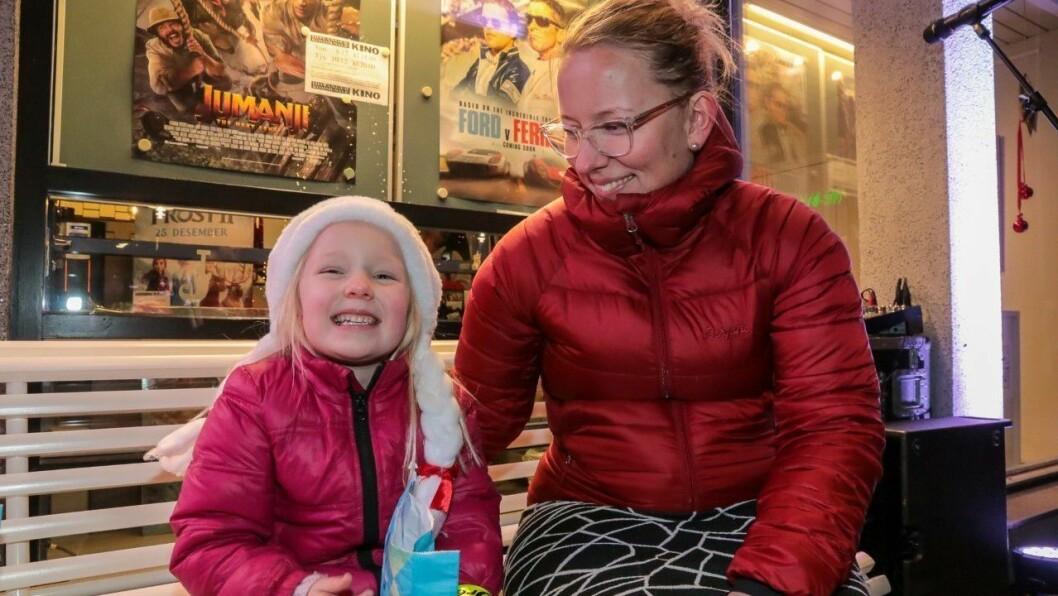 JULESTEMNING: Ingrid Friis Walsvik (5) og mamma Jeanette W. Friis Walsvik.