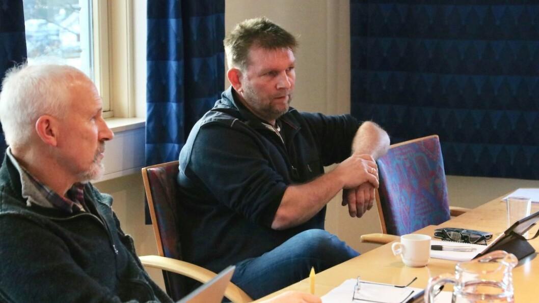 KRITISK: Ivar Eide (H) meiner Gulen kommune ikkje har følgt opp eit vedtak som vart gjort i kommunestyret i desember i fjor i bassengsaka. Ingolf Wergeland (KrF, t.v.) etterlyste meir informasjon om historikken i saka.