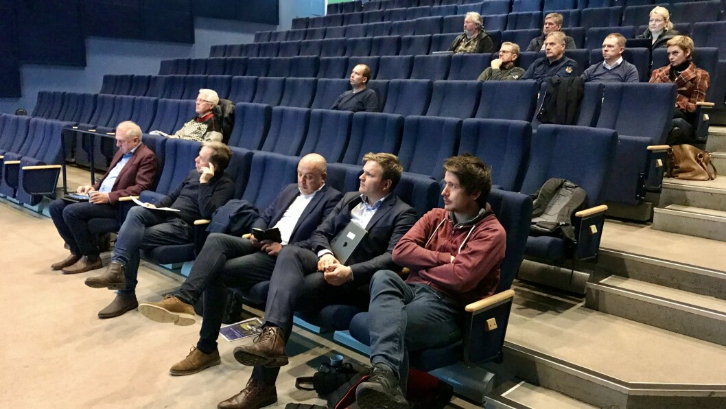 RIKELEG MED PLASS: Fjorten personar hadde møtt fram på læringsseminar i Lærdal. Minst halvparten av dei skulle halda innlegg eller var på anna vis involverte i arrangementet.