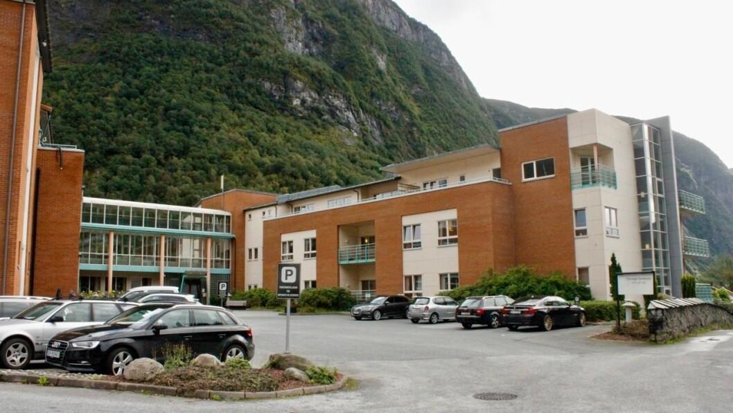 LEGE: Legevaktsatelitten vil vere lokalisert på legekontoret i Høyanger som ligg på Høyanger sjukeheim.