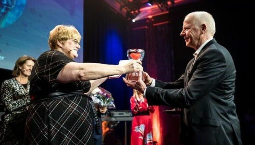 FEKK GJEV PRIS: Knut Skår frå Årdal fekk torsdag den nasjonale frivilligheitsprisen for 2019 for sitt arbeid med Norske Redningshundar.